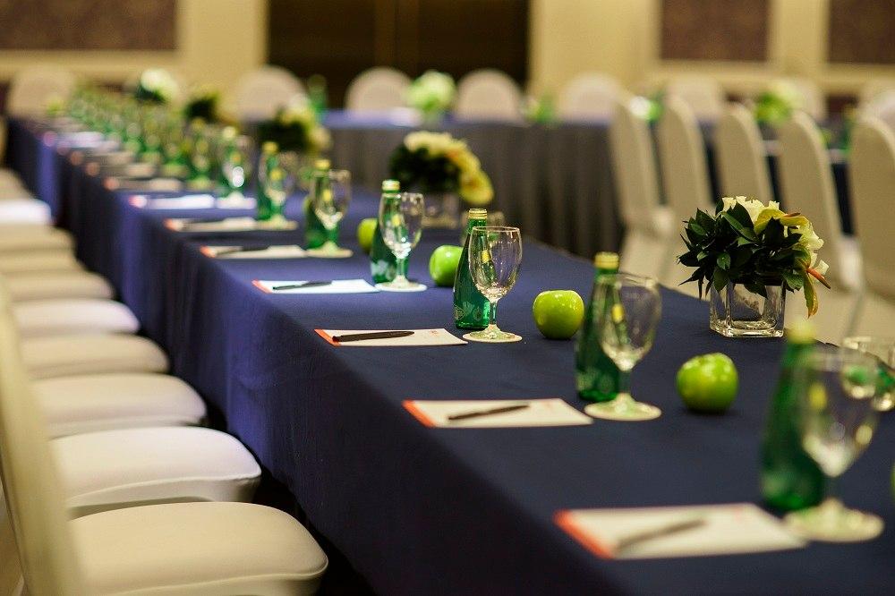Sắp xếp các chi tiết nhỏ trong sự kiện tại trung tâm hội nghị quận Tân Bình Gala Center