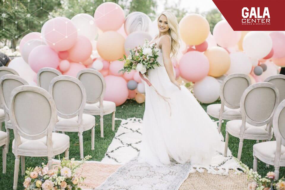 backdrop cưới hình bong bóng