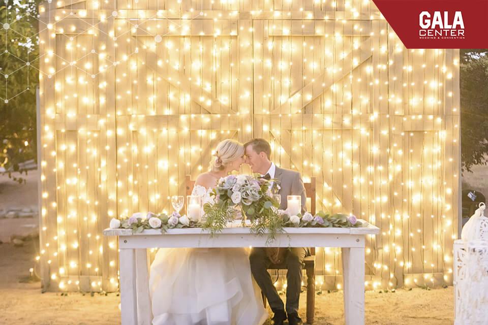 backdrop cưới bằng đèn
