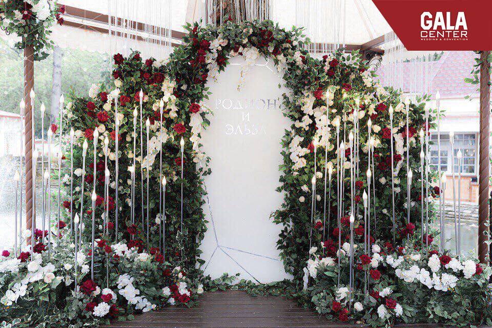 backdrop cưới hoa lá
