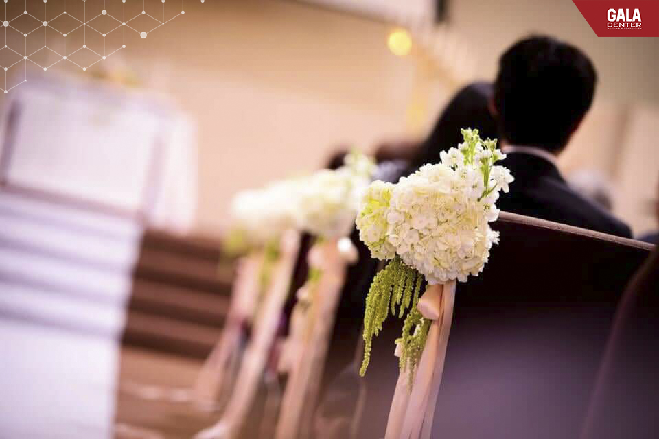 trang trí hoa cẩm tú cầu trong đám cưới hiện đại