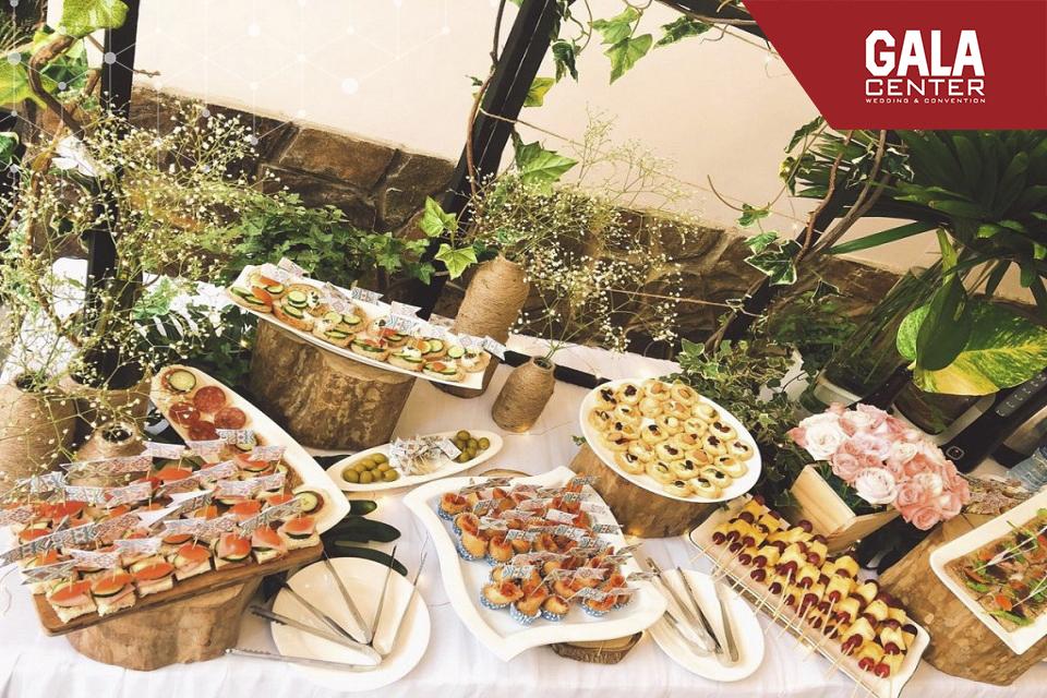 xu hướng tổ chức tiệc cưới ngoài trời buffet