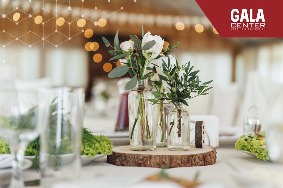 xu hướng tổ chức tiệc cưới ngoài trời bằng hoa tươi