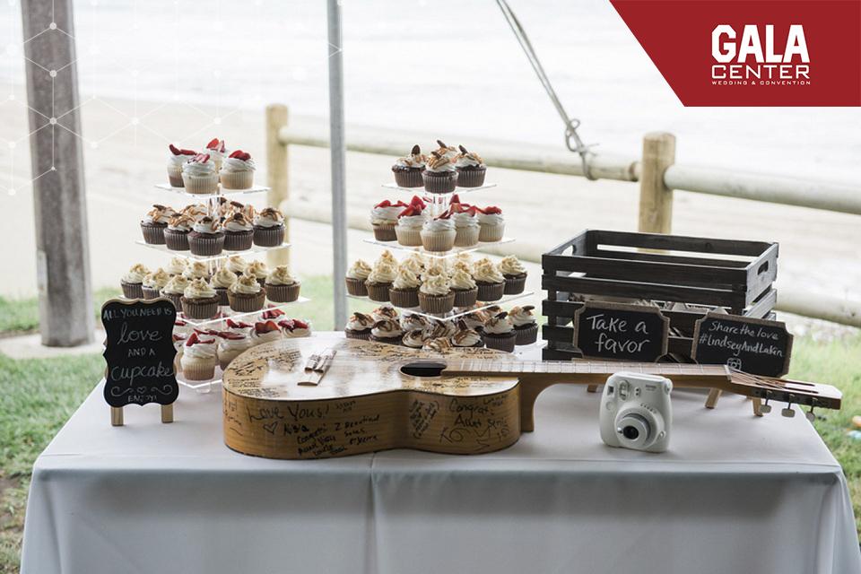 xu hướng tổ chức tiệc cưới ngoài trời với bánh ngọt