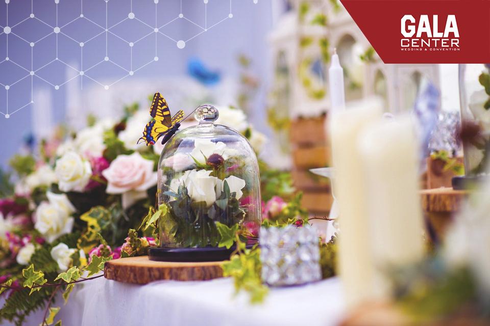 trang trí bàn galleru bằng nến thơm