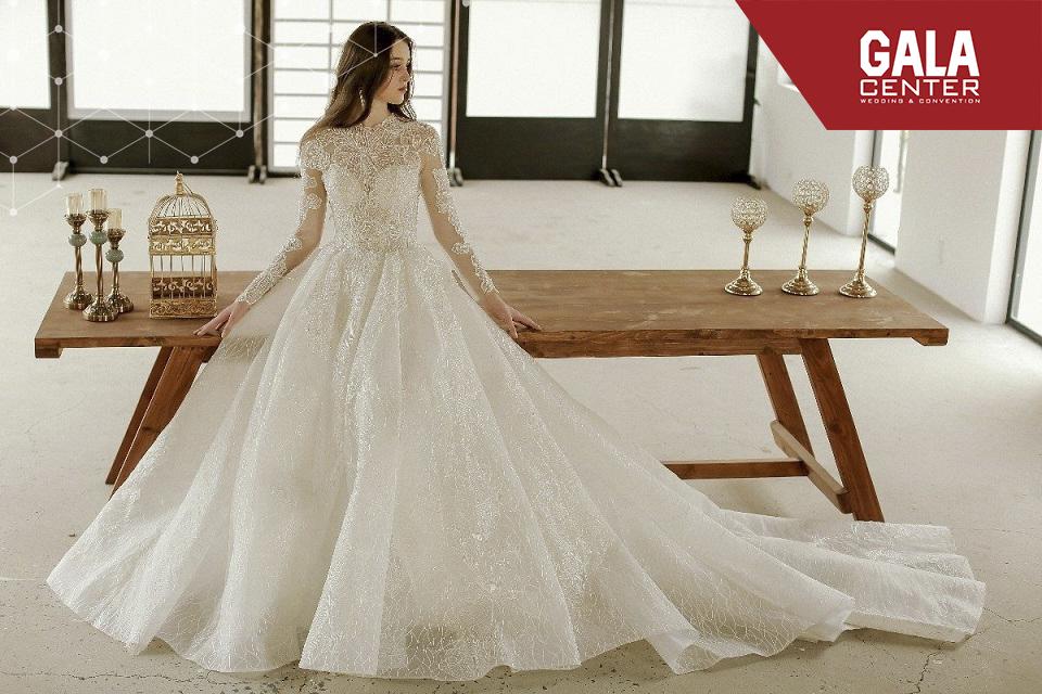 váy cưới màu trắng kim cương