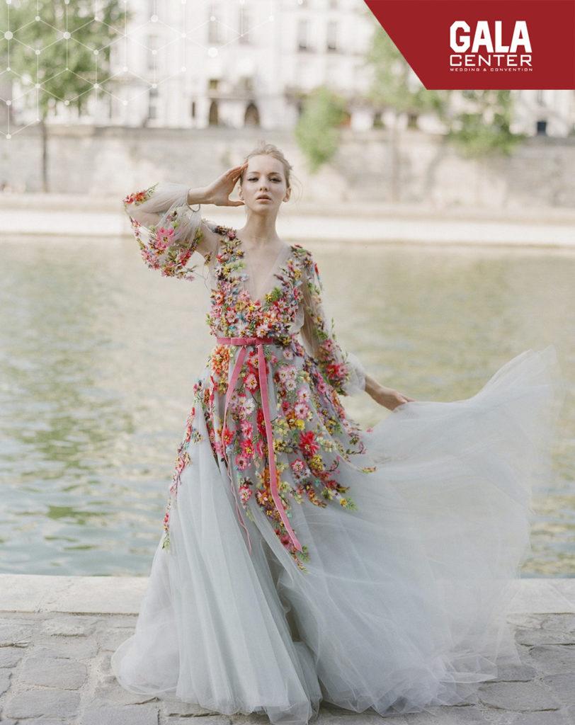 váy cưới màu hoa
