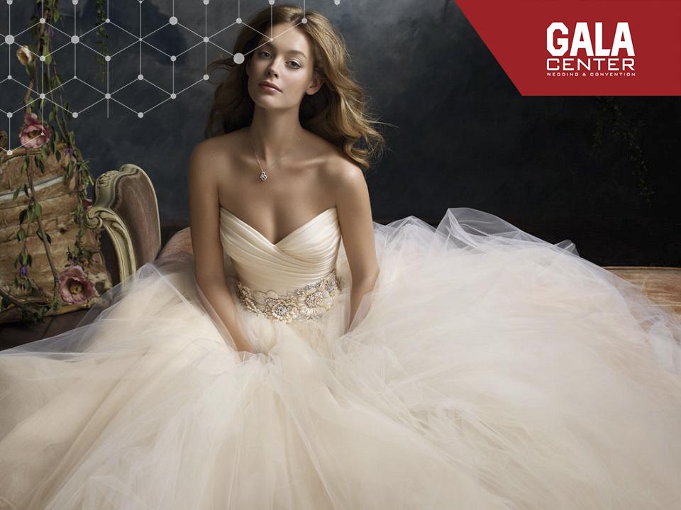 váy cưới trắng ngà