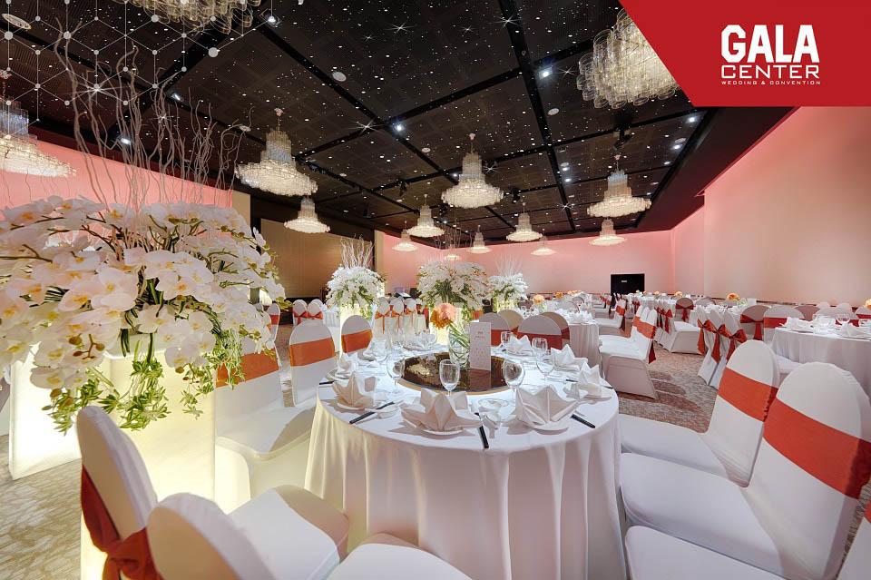 Bạn hoàn toàn yên tâm nếu có thay đổi thời tiết khi tổ chức lễ cưới tại nhà hàng